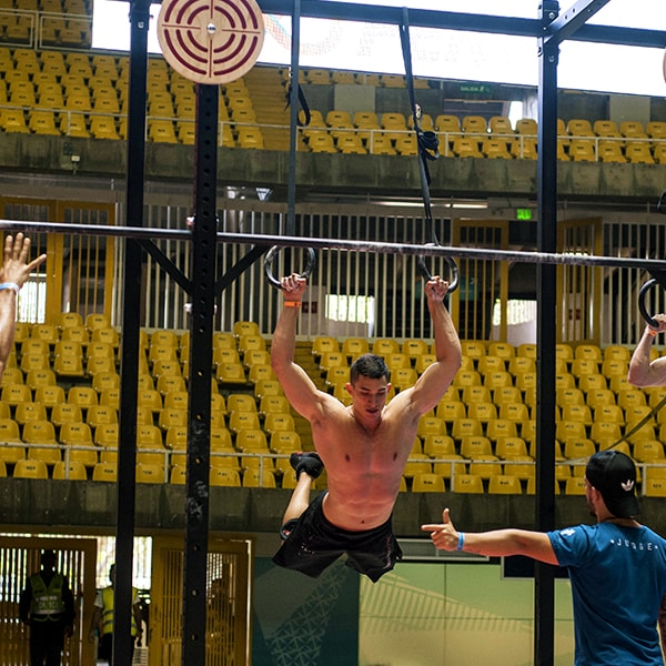 Santiago Tobón realizando Ring muscle Ups